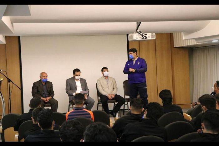 حضور مشاور مدیرعامل شرکت مس در جمع بازیکنان مس کرمان
