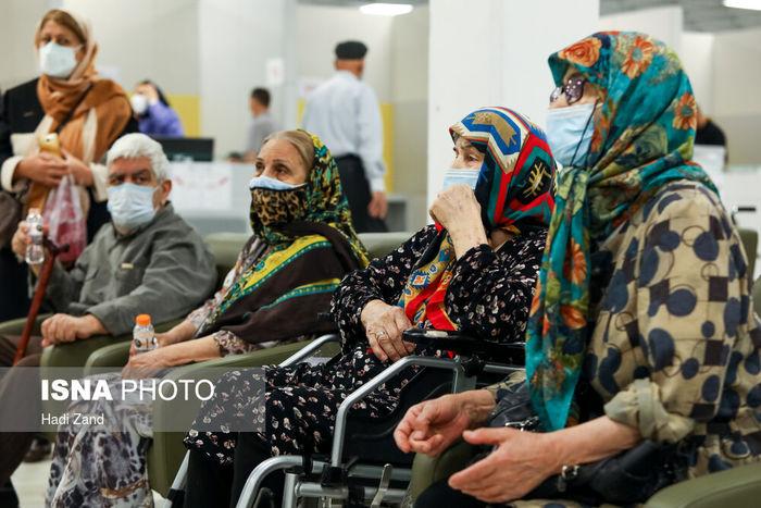 تصاویر/ سالمندان بالای ۷۵ سال واکسن کرونا زدند