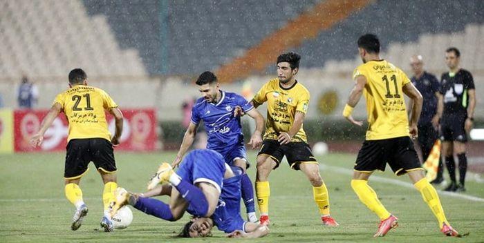 جمشیدیان: سپاهان با این امتیازات می توانست در ۱۷ دوره لیگ قهرمان شود