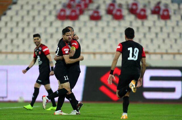 سیدجلال حسینی پشت مهاجم محروم تیم را خالی کرد!