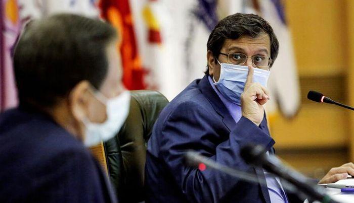 همتی: اقدامات بانک مرکزی را سیاسی نکنید!