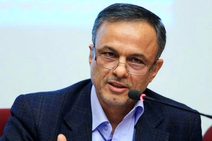 رزم حسینی: اختلافی با بانک مرکزی نداریم