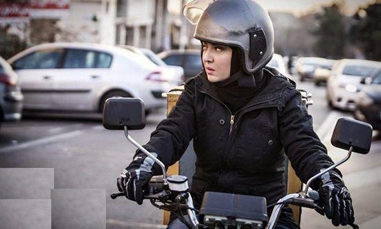 لحظه سرقت موتورسیکلت جلو چشم مالک!+فیلم