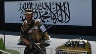 طالبان پرچم خود را در کاخ ریاست جمهوری افغانستان به اهتزاز درآورد + عکس