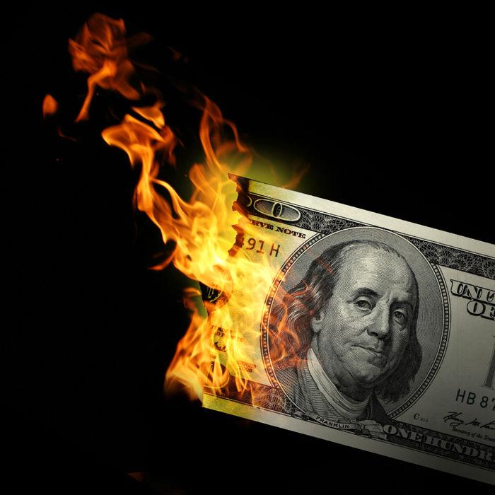 ماجرای دلارهایی که به آتش کشیده شد!