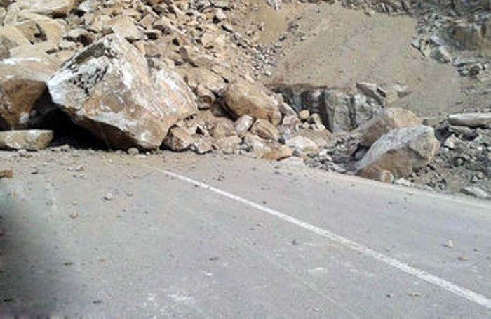 حادثه تلخ در جاده هراز/ حبس شدن چندین خودرو