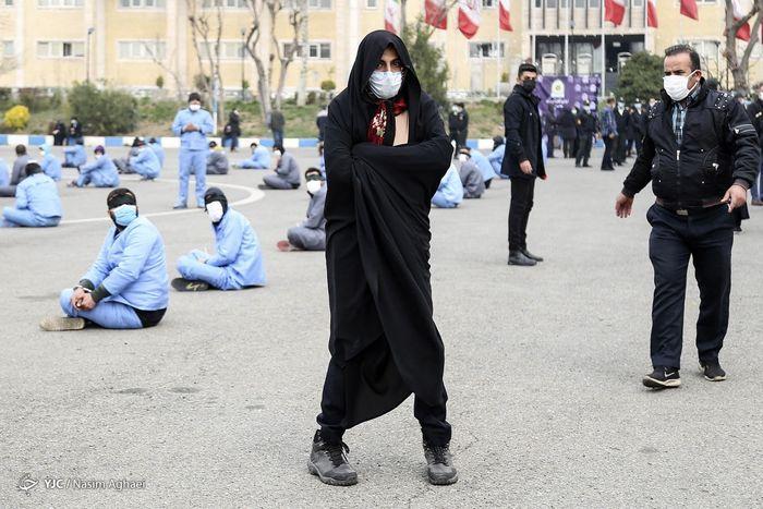 یکی از اوباش تهران با پوشش زنانه دستگیر شد+عکس