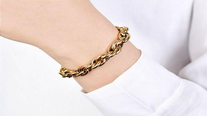 برای خرید دستبند طلا چقدر هزینه کنیم؟ + جدول قیمت