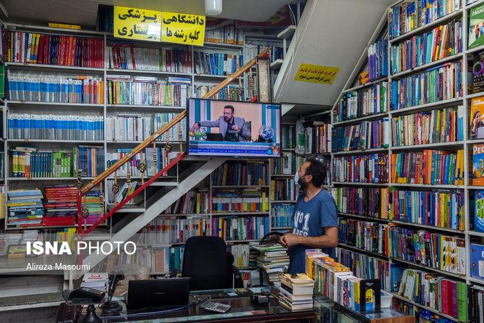 تصاویر/ تماشای مناظره داغ انتخاباتی در یک عصر تعطیل