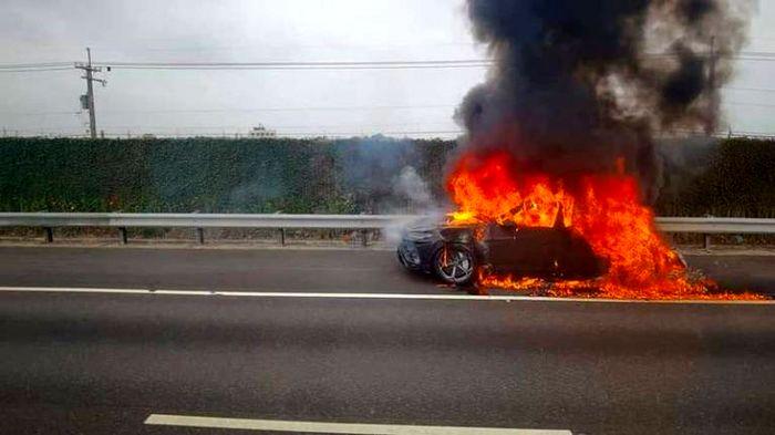 لامبورگینی گران قیمت در آتشسوخت!