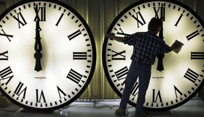 ساعت رسمی کشور یک ساعت به عقب برمی گردد